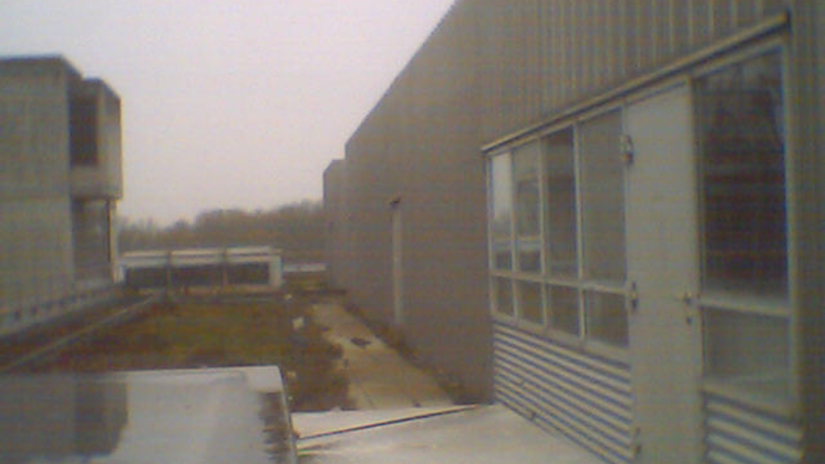 Eingang zum Clubraum auf dem Dach des ETI II