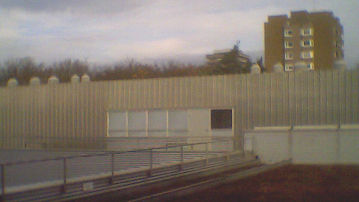 Blick auf den Clubraum. Im Vordergrund Dach des ETI II