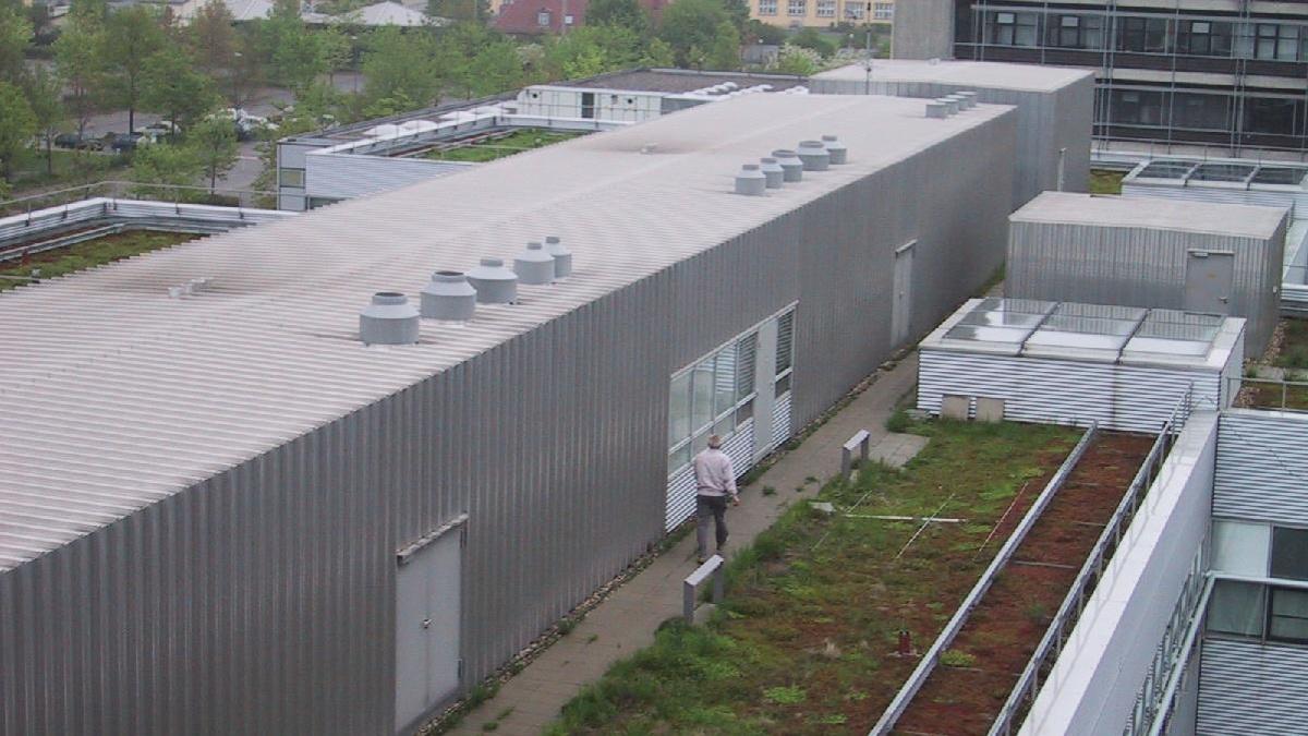 Blick auf den Clubraum vom Standort des KW-Beams auf dem Dach des ETI I