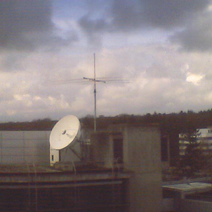 Der X7 Kurzwellenbeam auf dem Dach des ETI I, ca. 30m über Grund  (Foto: Joachim DJ1OBA)