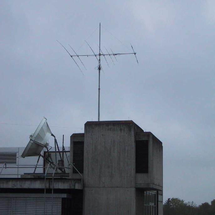 X7-Kurzwellenbeam auf dem ausgefahrenen BigLift-Mast auf dem Dach des ETI I  (Foto: Martin DL3SFB)