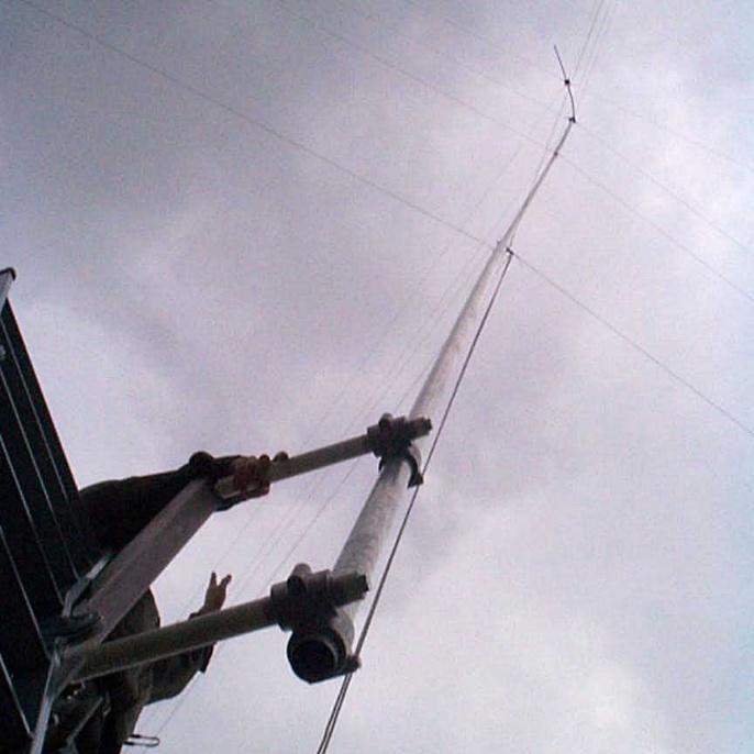 20 m hohe Titanex-Vertikal-Antenne V80S für die Bänder 30, 40, 80 und 160 m