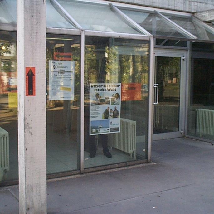 Hinweise am Eingang des ETI I, Pfaffenwaldring 47
